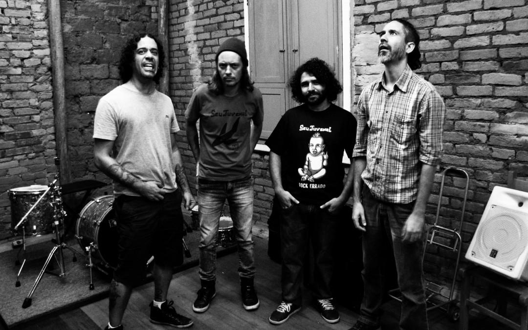 Seu Juvenal lança novo vídeo com imagens da turnê europeia, anuncia novo baixista e faz show no Sesc Sorocaba na semana que vem